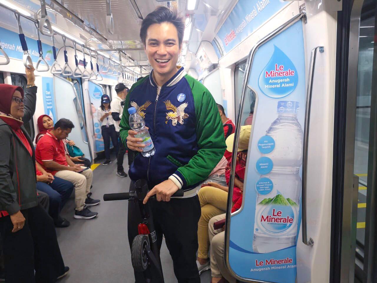 Naik MRT Jakarta, Baim Wong Berasa di Luar Negeri
