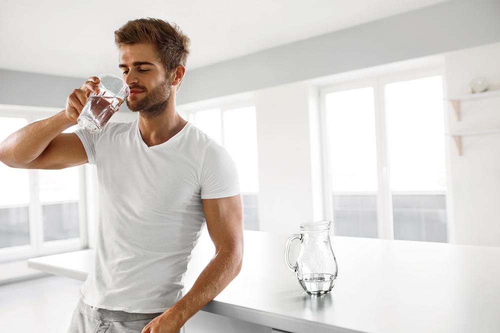 5 Alasan Pentingnya Minum Air Mineral di Pagi Hari
